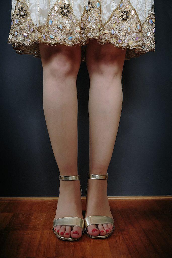 Kleiderschrank ausmisten Goldenes Kleid Saum