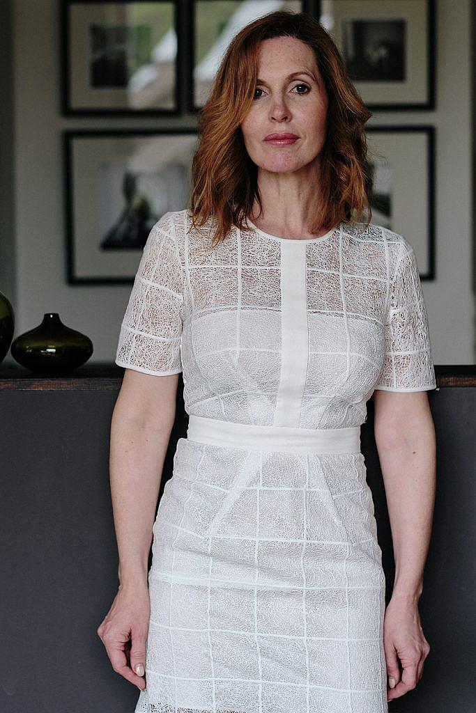 Kleiderschrank ausmisten Manina weißes Kleid vorne